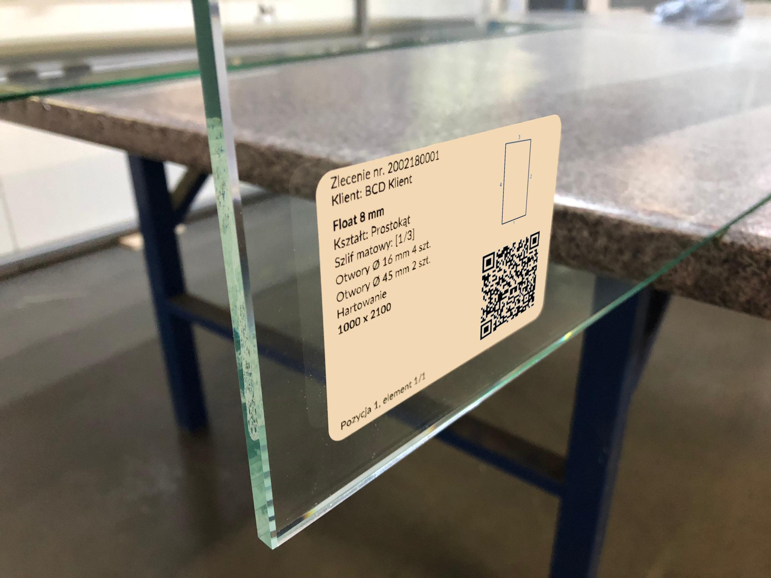 Etykieta na szkle z QR kodem